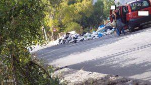 e-killer automobilista scarica rifiuti
